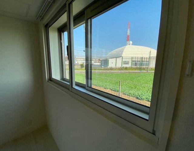 防音室 窓側は畑と線路となっており人目を気にせず演奏に集中できます。