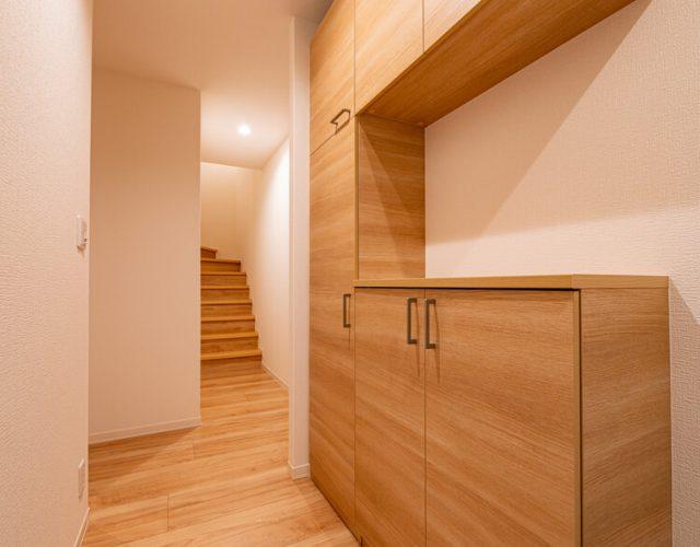 1階ホール 階段から2階は居住エリアとなっています。