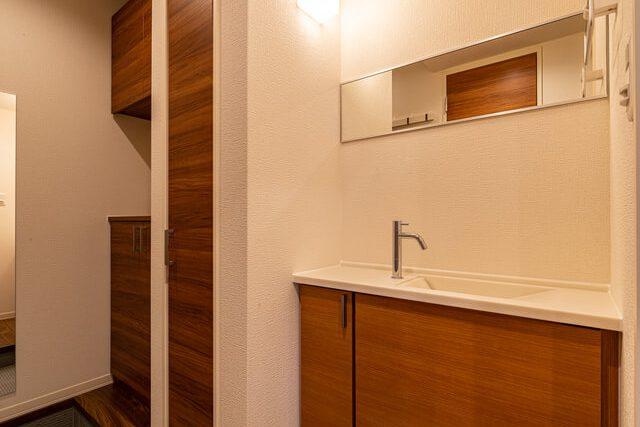 玄関ホール 玄関ホールに手洗いを設置。期せずしてコロナ対策になります。