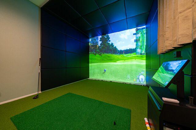 ゴルフ室 ホールに囲まれた構造で防音性能を高めています。