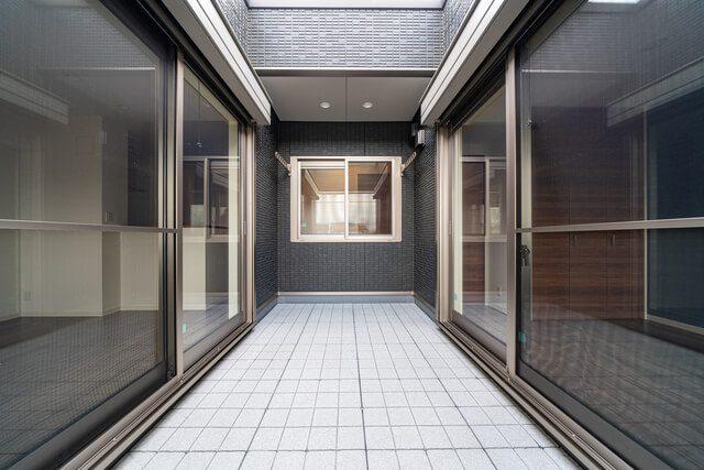 インナーバルコニー 3面に窓があり開放感を演出